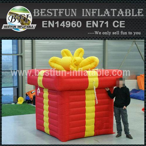 Gift lacher inflatable balloons