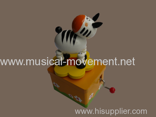 WOODEN HAND CRANK MUSIC BOXES ROTATING BABY ANIMALS