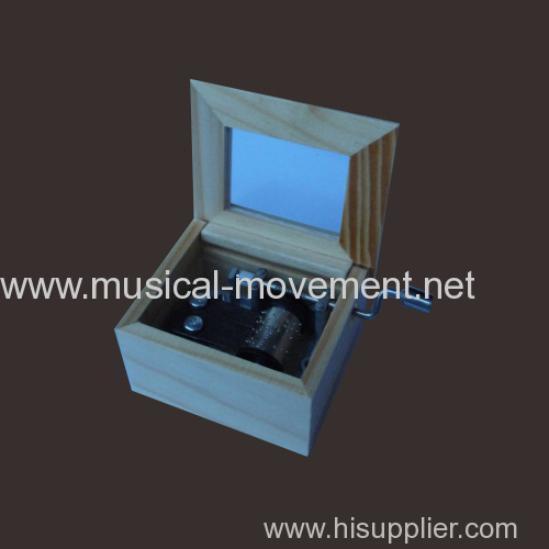 PINE WOOD HAND CRANK MUSIC BOX