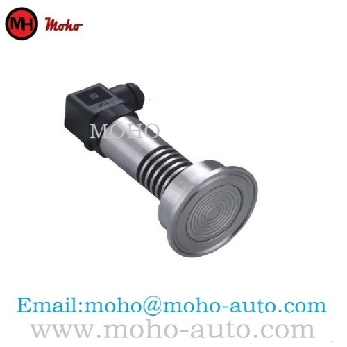 Clamp connection pressure transmitter