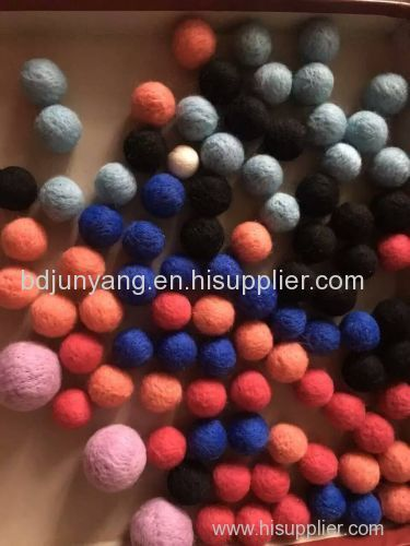 Low price christmas wool ball decoration small size felt pom pom key attachment felt balls