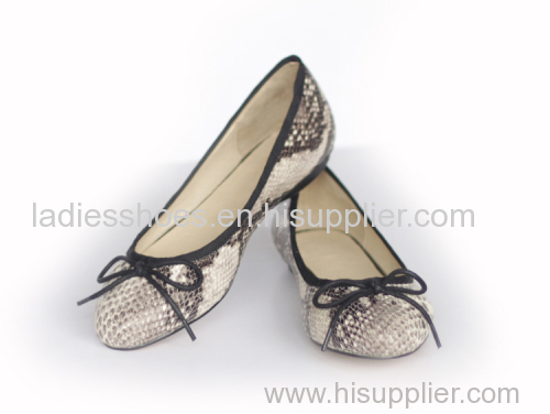 New Style good quality women fashion flat dress shoes with snake pattern