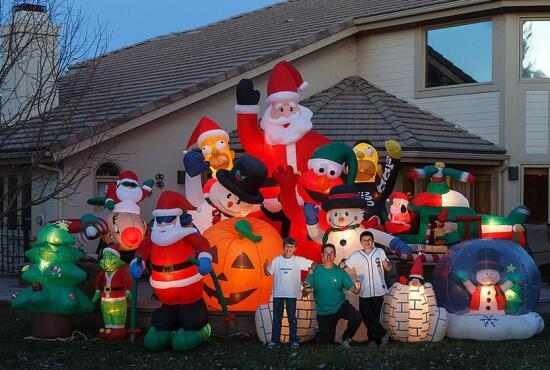 Choose some inflatable decoration for this Christmas