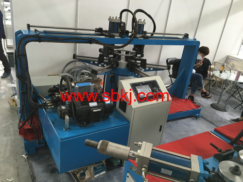 Round flange punching machine