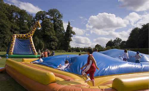 How to make your inflatable amusement park attract more tourists