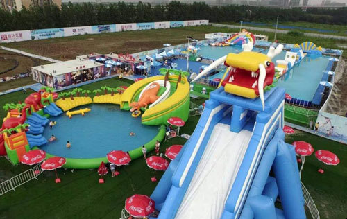 How to choose the best season for inflatable water park