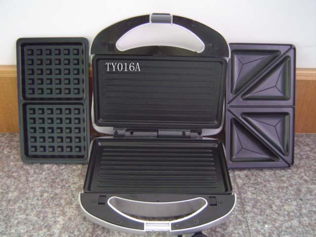 SANDWICH MAKER WITH 3 CHANGEABLE PLATES
